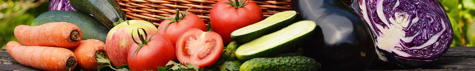 Abbildung von buntem Gemüse und Tomaten