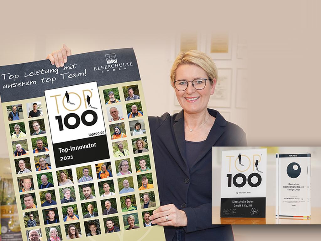 Mariel mit Plakat der Mitarbeiter